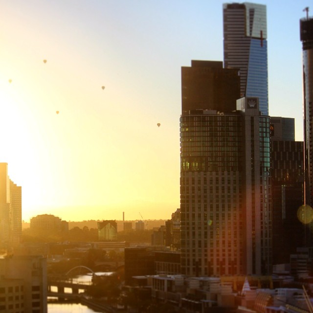 Waking up to hot air balloons this morning #hotairballoon #melbourne #hilton #southwharf