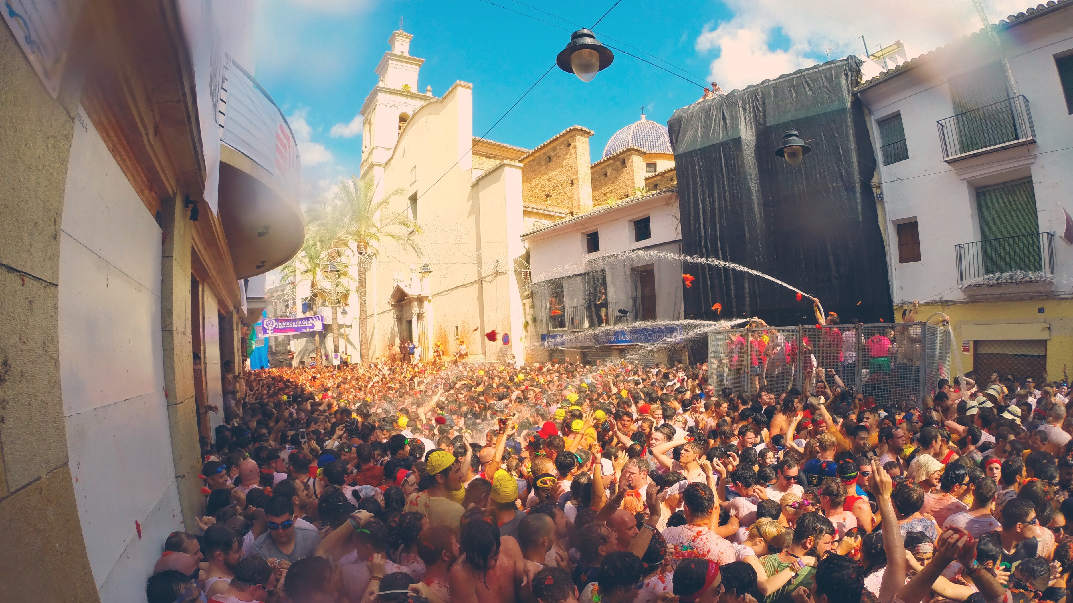 La Tomatina Spain, the world's largest food fight with Busabout