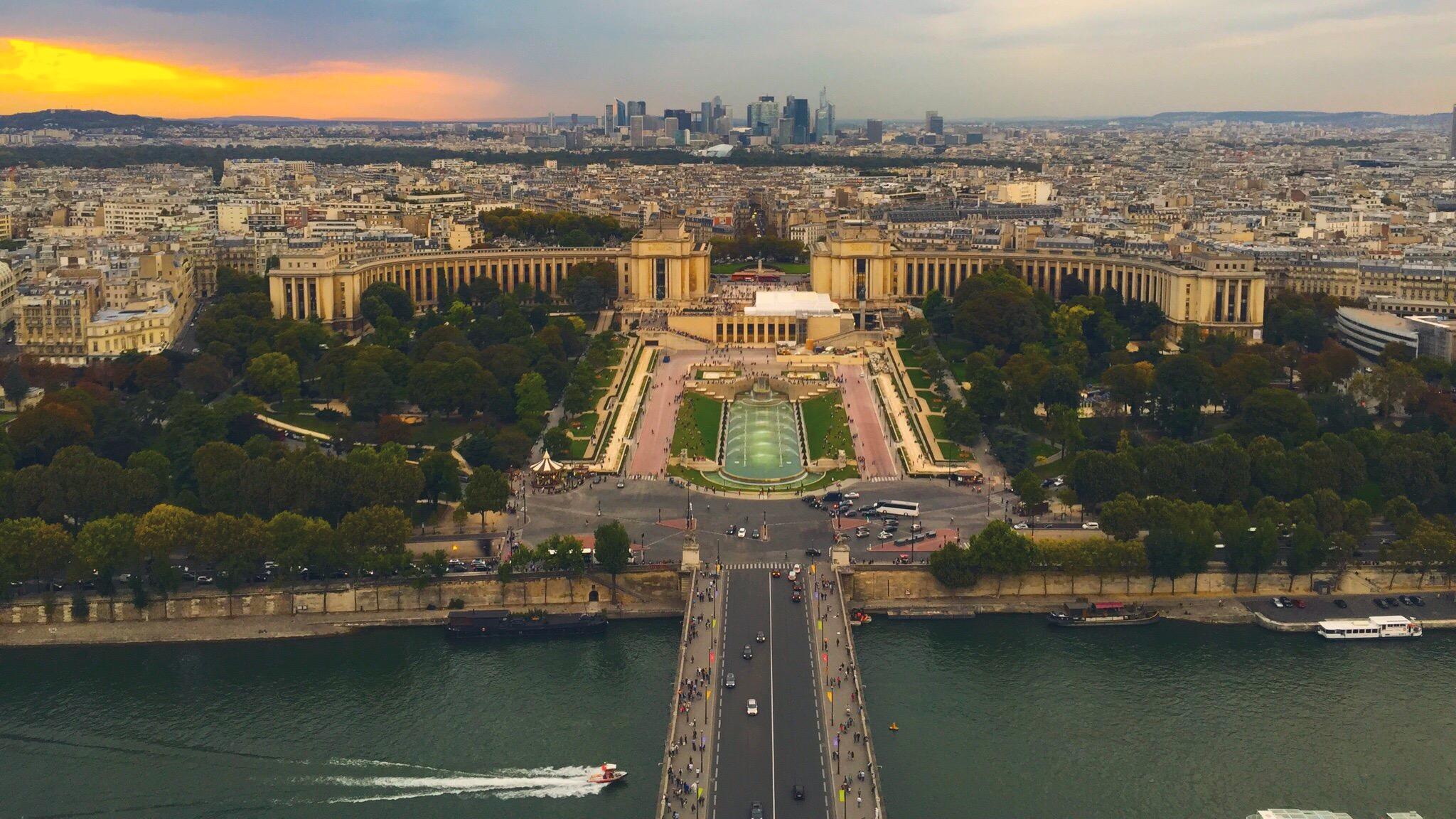 Tours to Paris – TGV Train vs Busabout Hop-On Hop-Off Flexitrip